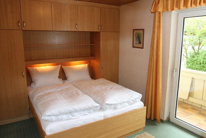 Gemütliches 2-Zimmer-Appartement mit Balkon, holiday rental in Klatovy