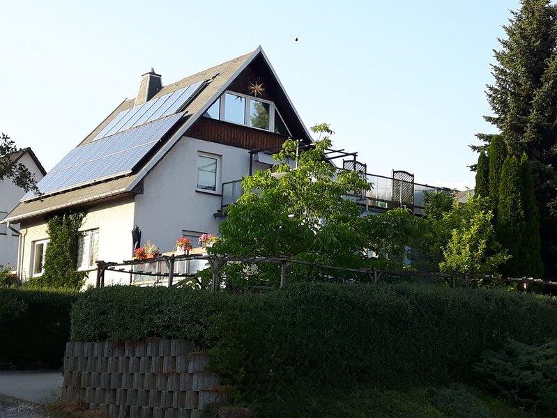 Ferienwohnung, gute Lage in der Montanregion Erzgebirge, Bergstadt Schneeberg, holiday rental in Oelsnitz/Erzgebirge