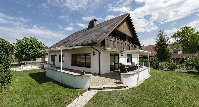 Ferienhaus Wila - viel Platz am Fuße des Kaiserstuhls, holiday rental in Artzenheim