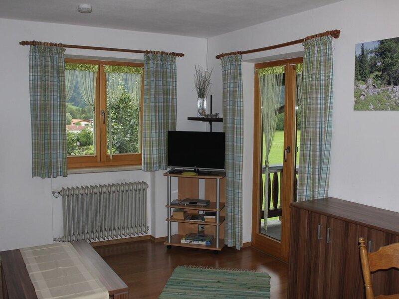 Ferienwohnung Edelweiß (49qm), Balkon, Kochnische, 2 Schlaf- u. 1 Wohnzimmer, ma, holiday rental in Ruhpolding