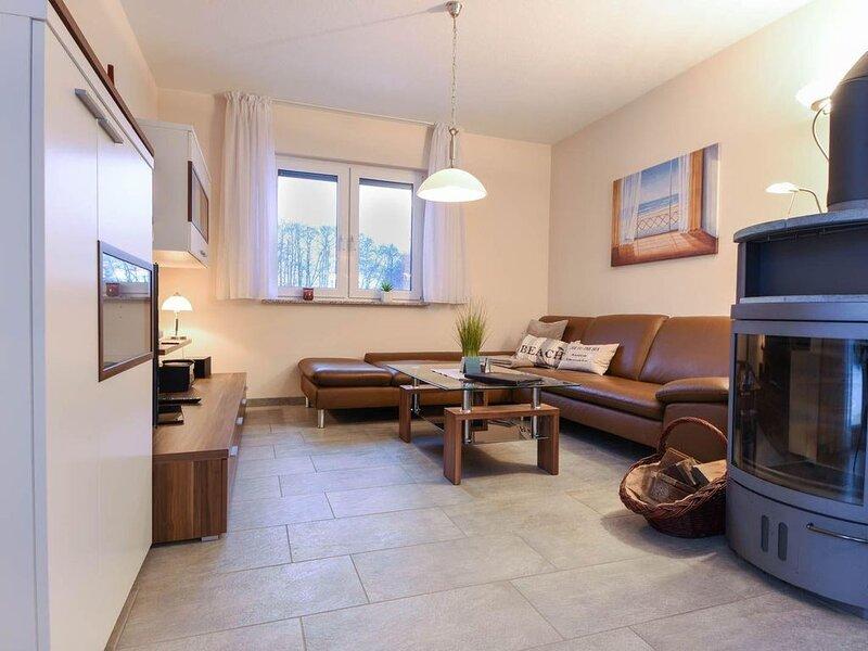 Dieses modern und hochwertig eingerichtete, großräumige Reetdachhaus 'Seestrand', holiday rental in Uckeritz
