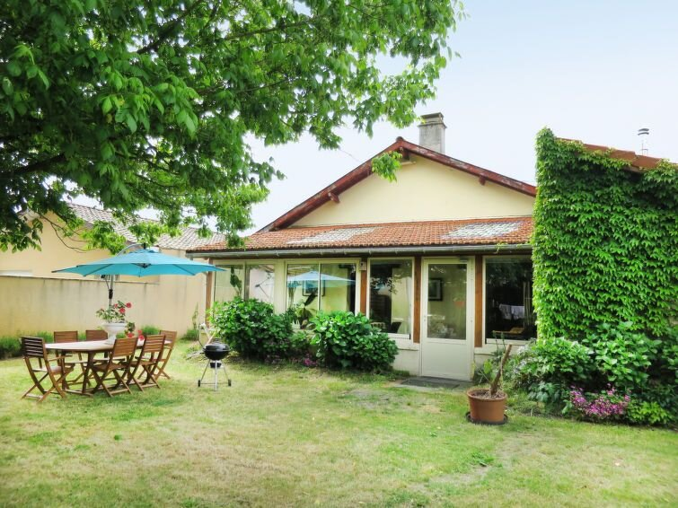 Vacation home in Hourtin - Contaut, Aquitaine - 4 persons, 2 bedrooms, holiday rental in Saint Isidore