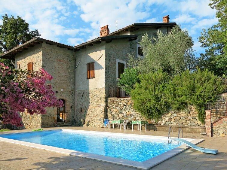 Vacation home Tenuta degli Ulivi  in Viverone, Piedmont - 8 persons, 3 bedrooms, vacation rental in Viverone