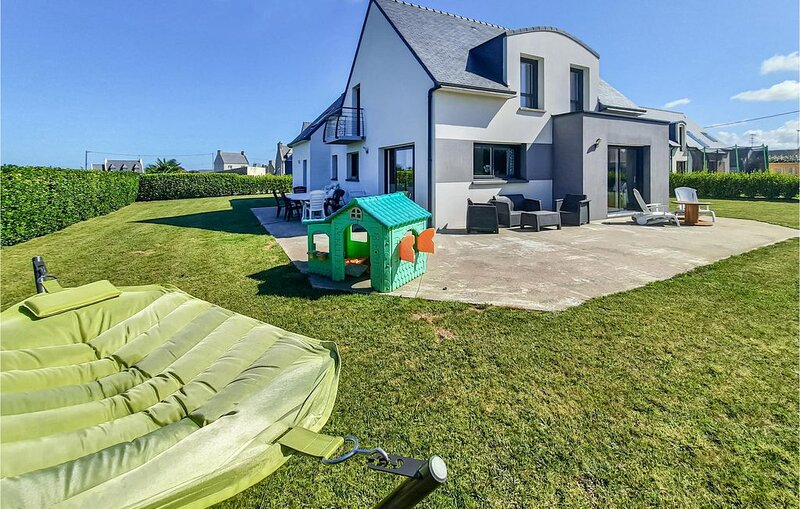 4 Zimmer Unterkunft in Lilia, Plouguerneau, holiday rental in Plouguerneau