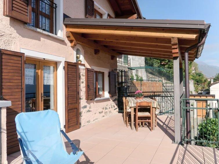 Ferienhaus Gobbetti (DGO410) in Dongo - 4 Personen, 2 Schlafzimmer, vacation rental in Stazzona