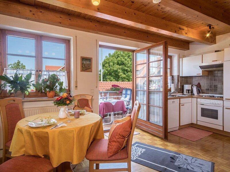 Ferienwohnung 'Haus Desor' mit Seeblick, WLAN, Balkon und Gemeinschaftsgarten; P, holiday rental in Wasserburg