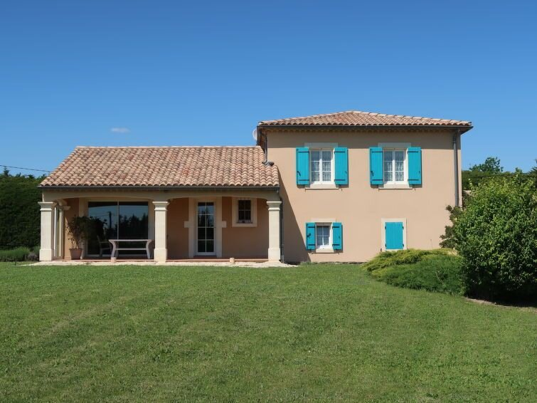 Vacation home in Valreas, Mont Ventoux surroundings - 8 persons, 4 bedrooms, holiday rental in Montbrison-sur-Lez