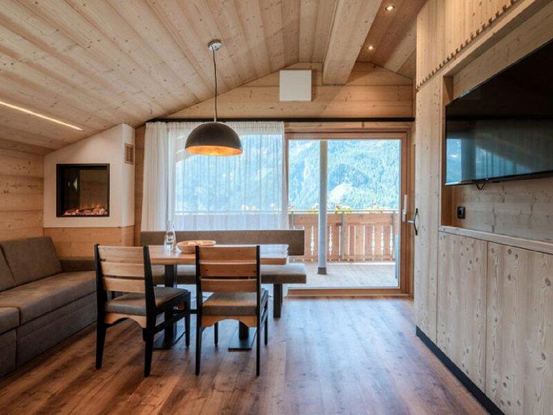 """Luxuriöses Holz-Ferienhaus """"Chalet Henne-Hochgruberhof"""" in idyllischer Berglage, holiday rental in Vandoies"""