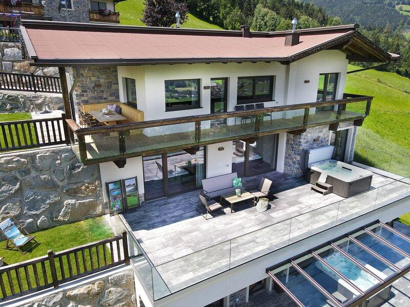 Deluxe Chalet mit Sauna, Whirlpool, direkt an der Skipiste, holiday rental in Kaltenbach