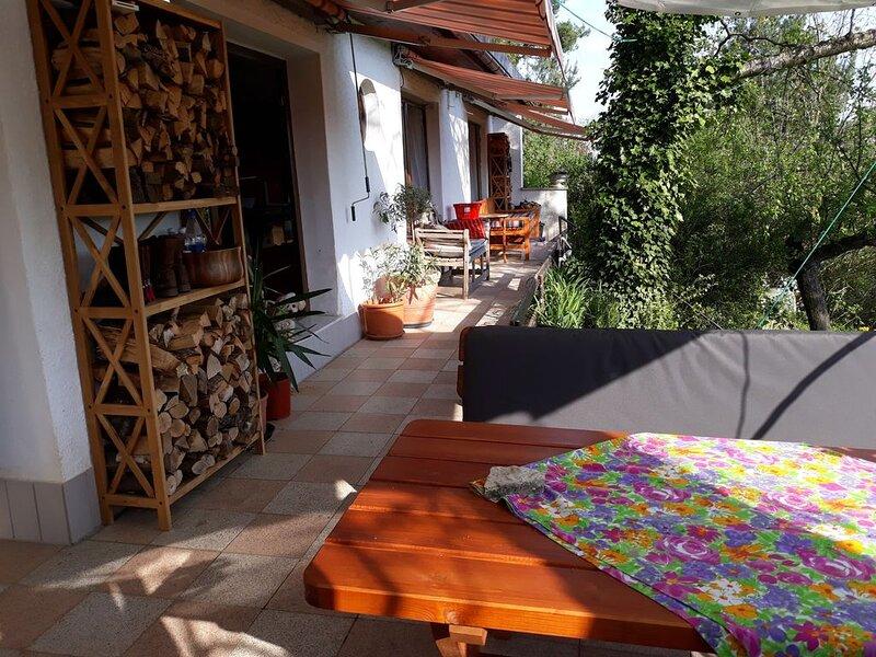 Bungalow am Stadtrand  mit Terrasse unter Altbaumbestand, location de vacances à Halberstadt
