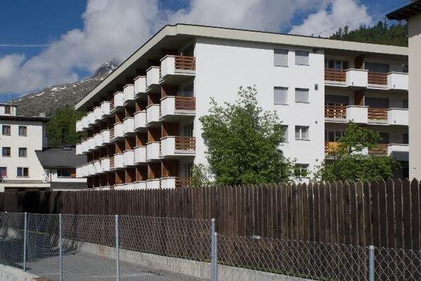 Ferienwohnung St. Moritz für 4 Personen mit 2 Schlafzimmern - Ferienwohnung, location de vacances à St. Moritz