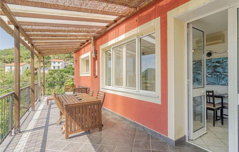 1 Zimmer Unterkunft in Castiglion Chiavarese, holiday rental in Tavarone