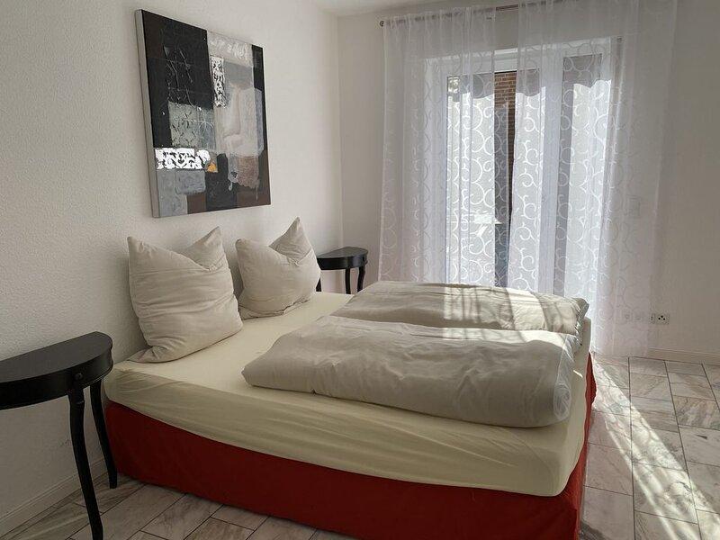Neu renovierte Wohnung mit Terrasse und Garten, holiday rental in Wardenburg