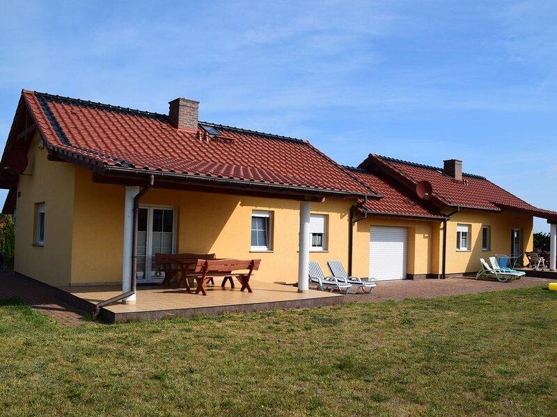 Ferienhaus Milena für 4 Personen mit 2 Schlafzimmern, holiday rental in Niechorze
