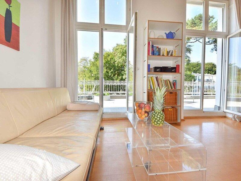 In zweiter Reihe zur Strandpromenade Heringsdorfs erwartet Sie die Villa Hohe Dü, Ferienwohnung in Seebad Heringsdorf