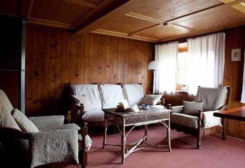 Ferienhaus Maienfeld für 4 - 7 Personen mit 4 Schlafzimmern - Ferienhaus, holiday rental in Gruesch