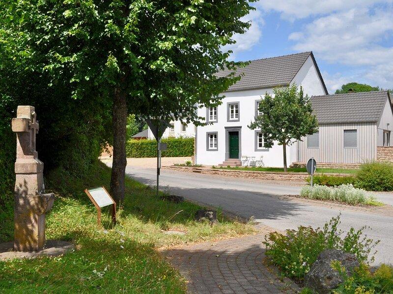 Ferienhaus Baustert, casa vacanza a Koerperich