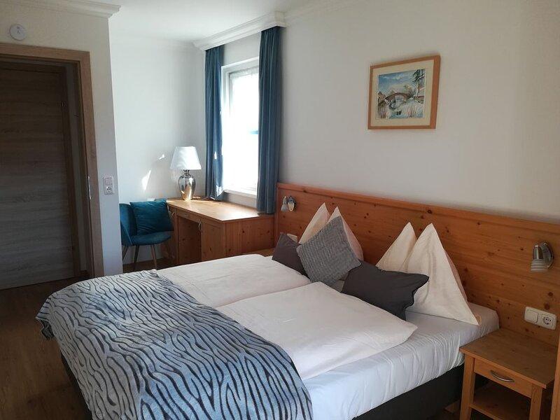 Apartment WALDHORN - 2 Personen in Seenähe mit eigenem Badestrand, Ferienwohnung in Unterach am Attersee