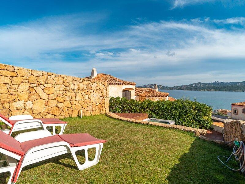Mediterrane Casa Rubino mit WLAN, Garten, Whirlpool und Meerblick; Parkplätze ve – semesterbostad i Cannigione
