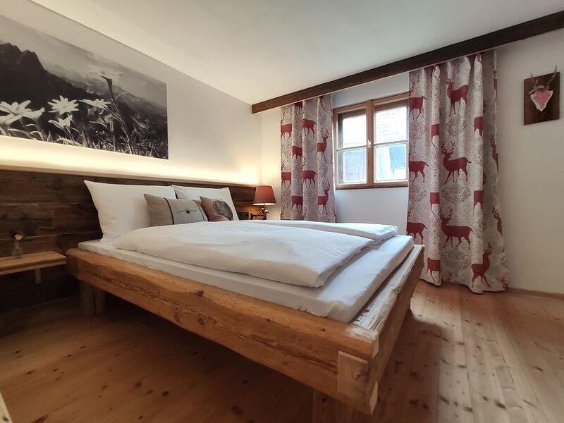 Ferienwohnung in Bauernhaus direkt am Alpenrand - Nähe Schloss Neuschwanstein, holiday rental in Schwangau