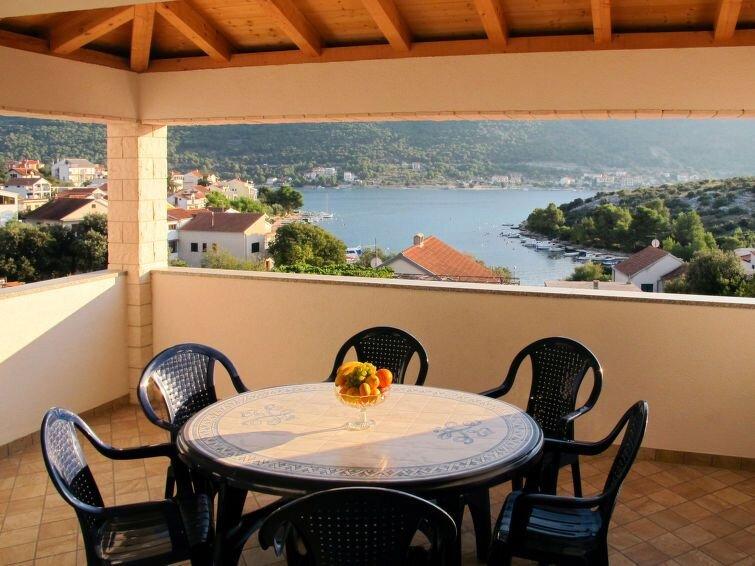 Ferienwohnung Grebastica in Šibenik - 9 Personen, 4 Schlafzimmer, location de vacances à Grebastica