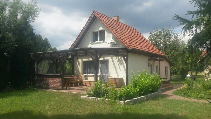 Ferienhaus 'Unterm Apfelbaum' / Kahntour / Paddelboot / Radtouren alles möglich, holiday rental in Schmogrow Fehrow