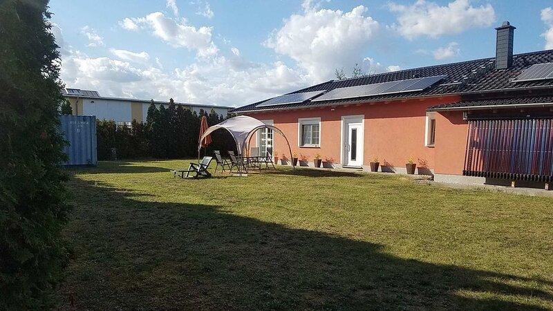 FeWo KiFaSu - Ruhige Lage; gr. Garten;  Nähe Seendreieck & Belantis, holiday rental in Leipzig
