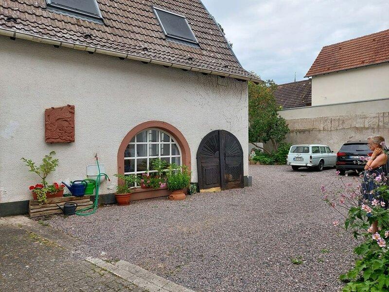 Ferienwohnung Zehntscheuer mit Terrasse / Park, holiday rental in Rhodt unter Rietburg