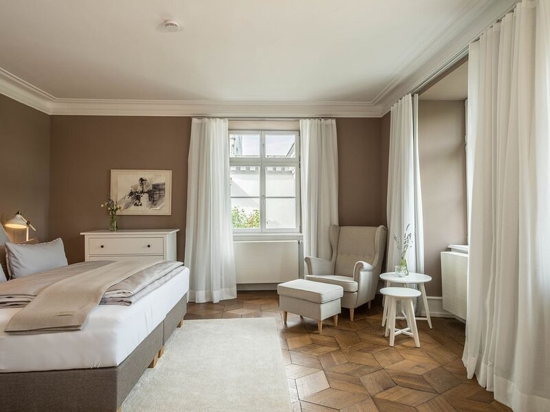 Hochwertiges Designer-Apartment im Schloss Kirchberg mit Garten; Parkplätze vorh, casa vacanza a Markdorf
