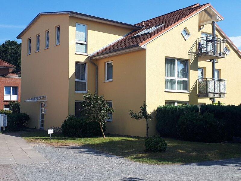 Moderne 3-Zimmer-Ferienwohnung 180m bis zur Ostsee, holiday rental in Tarnewitz