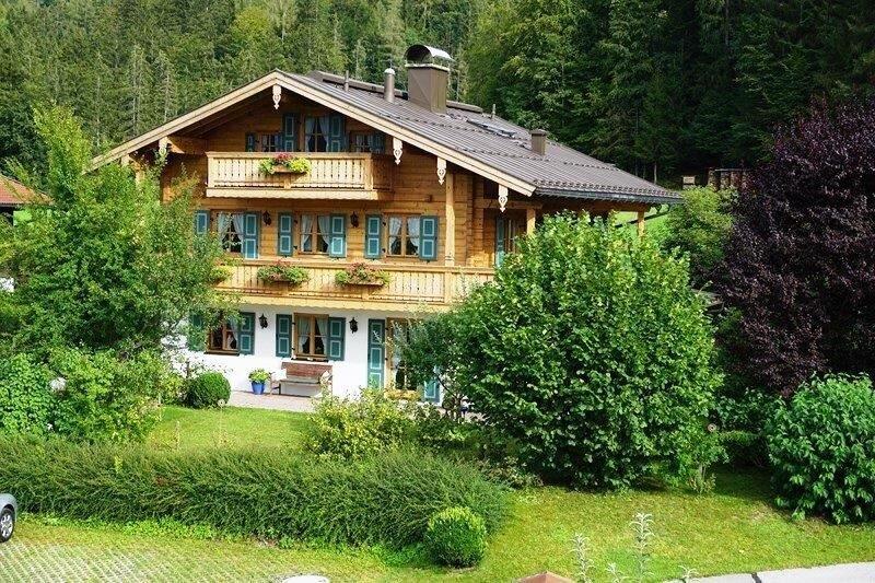 (1) Ferienwohnung Rose, 2-Raum - 35qm, Extra-Schlafzimmer, Kochnische, Balkon, Ferienwohnung in Reit im Winkl
