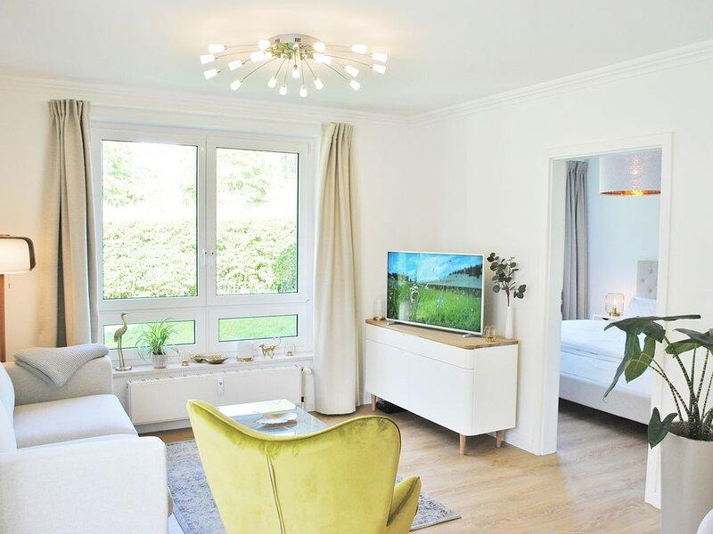 helles 2-Raum App. mit Balkon, Strandkorb am Strand, Sauna im Haus, 2 Fahrräder, holiday rental in Lancken-Granitz