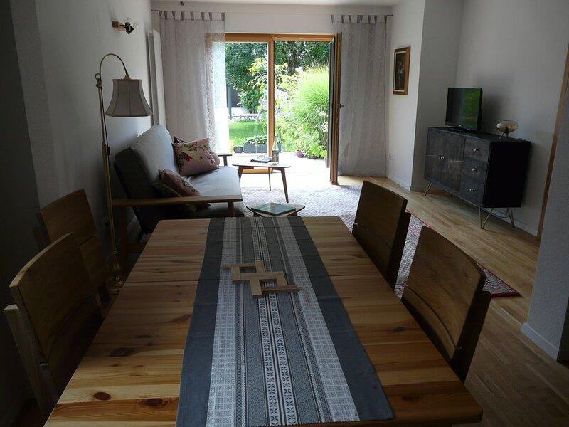 gemütliche Ferienwohnung für 2 - 4 Personen mit Terrasse, location de vacances à Feldkirchen-Westerham