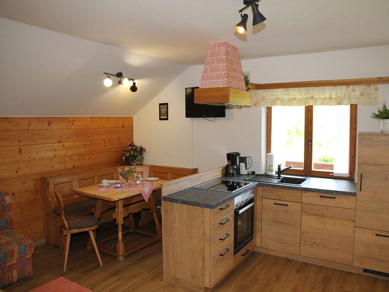 Ferienwohnung Sulzberg, bis 4 Personen, 55 qm, 2. OG, 2 sep. Schlafzimmer, vakantiewoning in Fischbachau