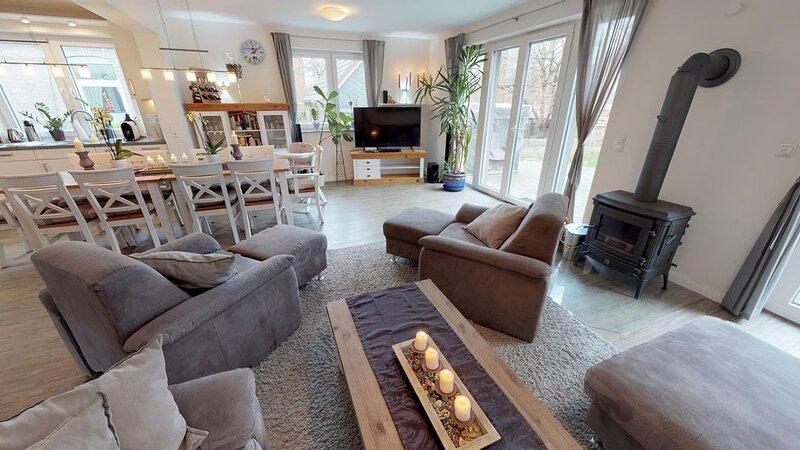 Haus Friedrichstraße 16a Typ O mit Ostseeblick, Fasssauna und Hotbube, holiday rental in Laboe