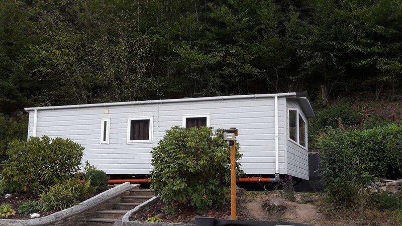 Komplett eingerichtetes Chalet für 4 Personen, holiday rental in Rech