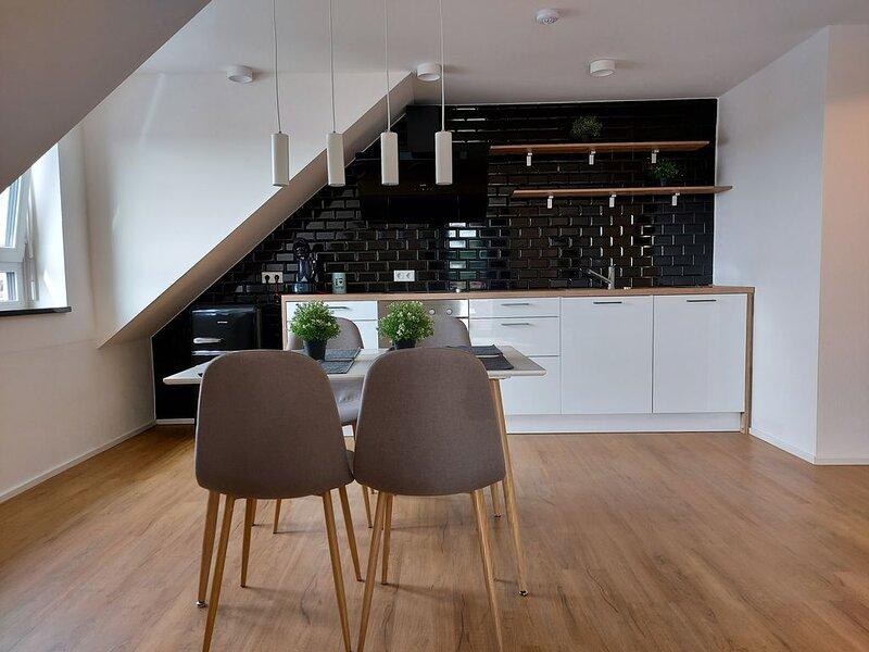 Neubau Moderne 3-Zimmer Dachgeschosswohnung, alquiler vacacional en Pentling