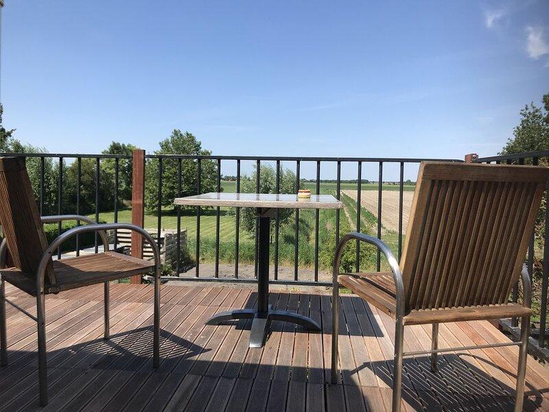 ZON , Neues Haus! ...Raum, Licht und super Aussicht! Zentral gelegen, holiday rental in Brouwershaven