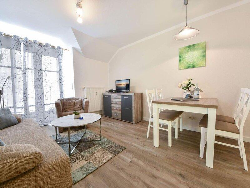 Die 'Sonnenhof - Appartements' im Ortskern Bansins sind nur wenige Gehminuten vo, holiday rental in Seebad Bansin