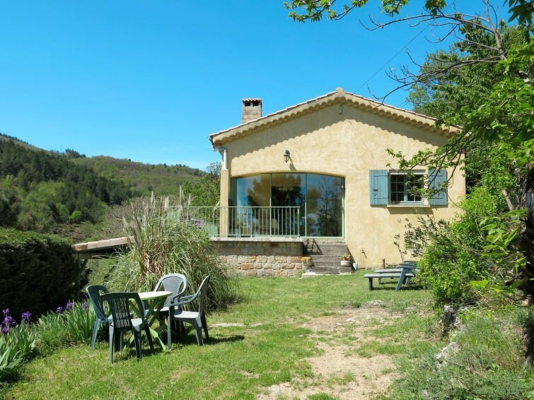 Vacation home in Chazeaux, Ardèche - 5 persons, 3 bedrooms, alquiler vacacional en Chazeaux