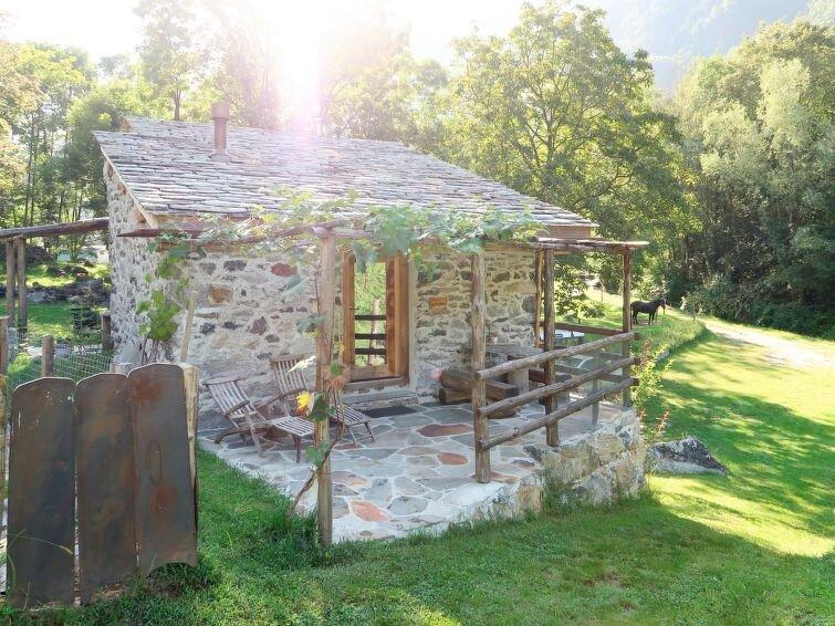 Ferienhaus Fienile nel Vigneto (VBL300) in Val Bregaglia/Bergell - 3 Personen, 1, vacation rental in Borgonuovo