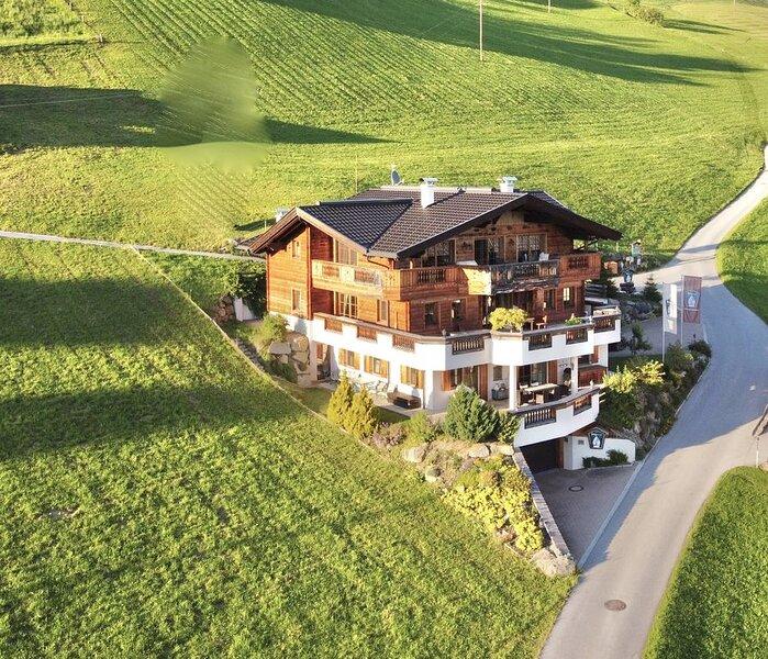 Wohlfühl-Ferienwohnung mit Traum-Aussicht -  2 bis 8 Personen, holiday rental in Stummerberg