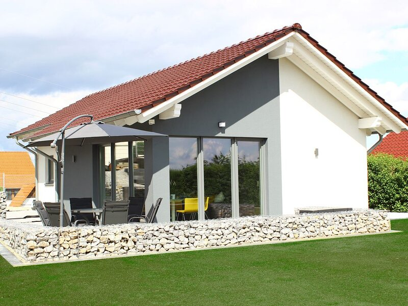 modernes 80m² Ferienhaus 'stilloft_one' mit Blick über Wernigerode, holiday rental in Elbingerode