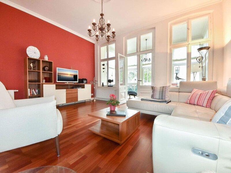 Die eindrucksvolle Villa Charlottes Höh wurde mit viel Liebe restauriert und emp, Ferienwohnung in Seebad Heringsdorf