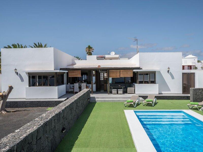 """Komfortables und ruhig gelegenes Ferienhaus """"Villa Tuco"""" mit Pool, Terrasse, Gri, holiday rental in Teguise"""