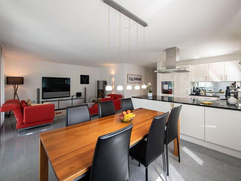 Premium 3.5 Zimmer Wohnung mitten in Davos, vacation rental in Davos Platz