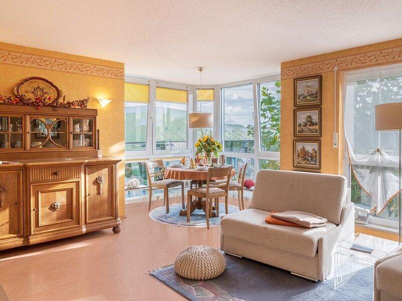 Ferienwohnung Marianne am Bodensee mit WLAN; Parkplätze vorhanden, holiday rental in Steckborn