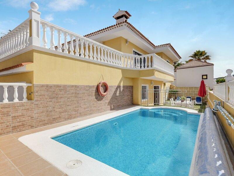Gemütliche Ferienwohnung Apartamento Villasol mit Pool, WLAN, Terrasse, Bergblic, location de vacances à Buzanada