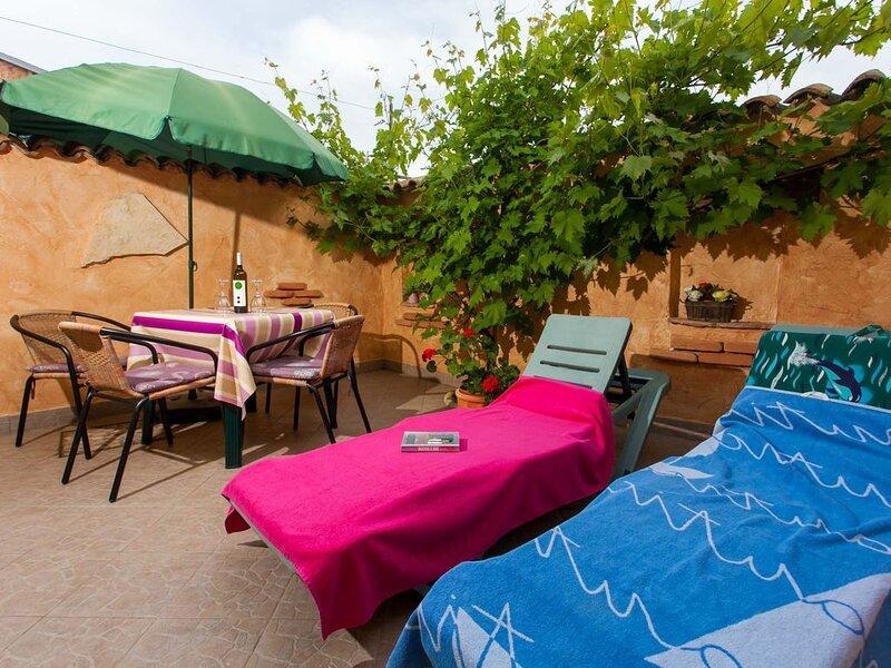 Bungalow Haus Lavandel mit Pool in Porec, holiday rental in Kukci