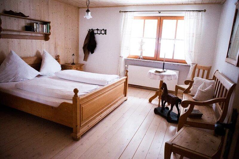 Neue, stilvoll eingerichtete Wohnung mit WLAN im Bayerischen Wald, holiday rental in Klatovy